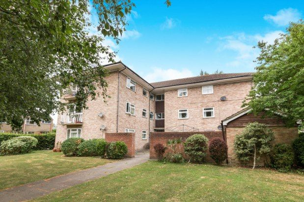 Flat to rent in Stratfield Court, Tadley