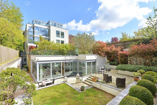 Thumbnail Flat for sale in Horizons Court, West Heath Road, Hampstead