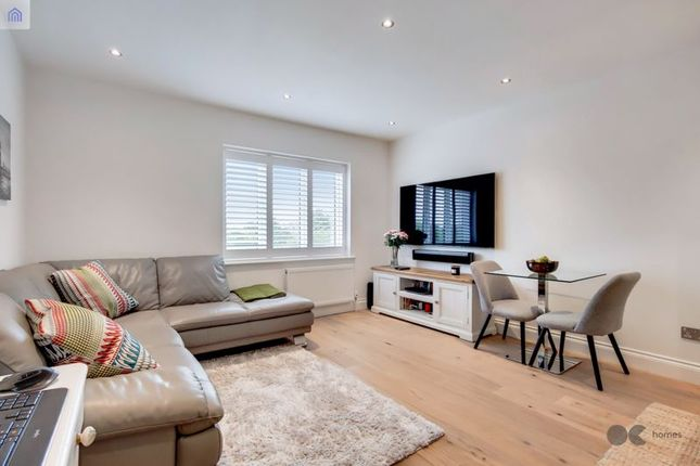 Thumbnail Flat for sale in Glamis Place, London