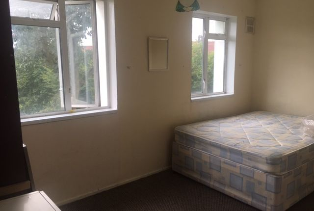 2 bed flat to rent in Campbell Ct, Kingsbury