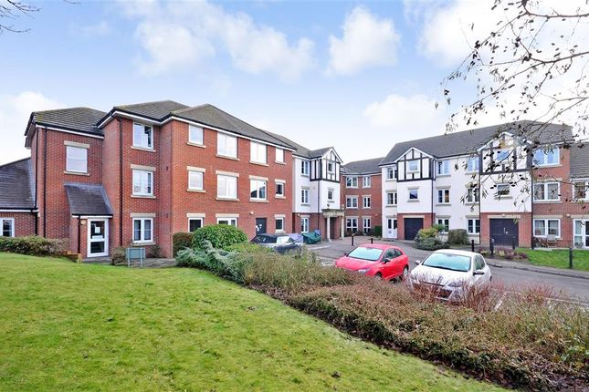 Thumbnail Flat for sale in Hadlow Road, Tonbridge, Kent