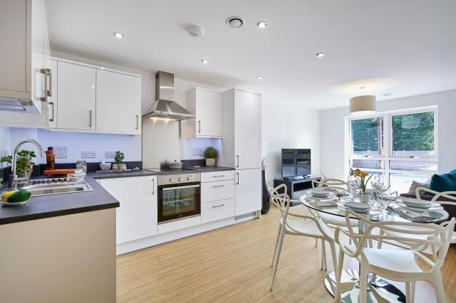 Thumbnail Flat for sale in Henwick View, Thatcham