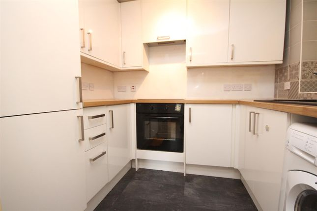 Thumbnail Maisonette to rent in Drummond Road, Guildford