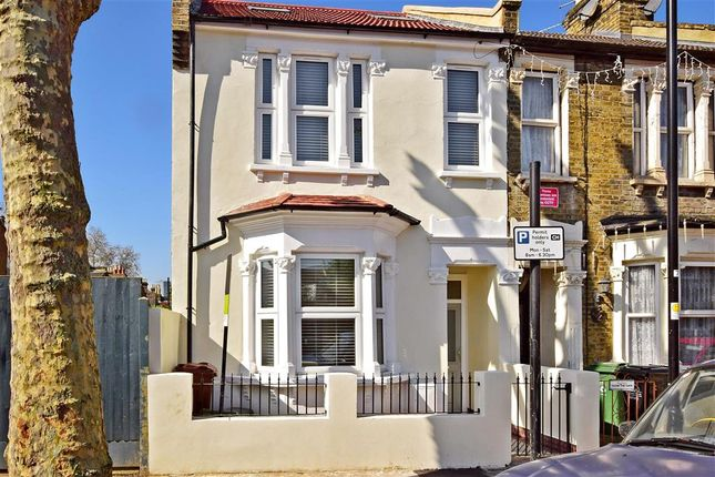 End terrace house for sale in Steele Road, London