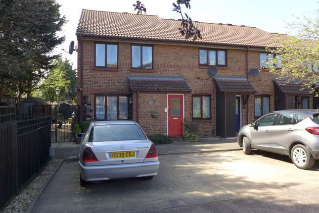 Thumbnail Flat to rent in Hawthorne Crescent, West Drayton, Middlesex