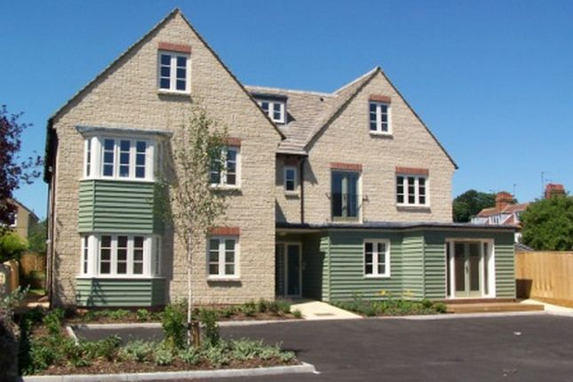 Thumbnail Flat to rent in High Street, Witney, Oxfordshire