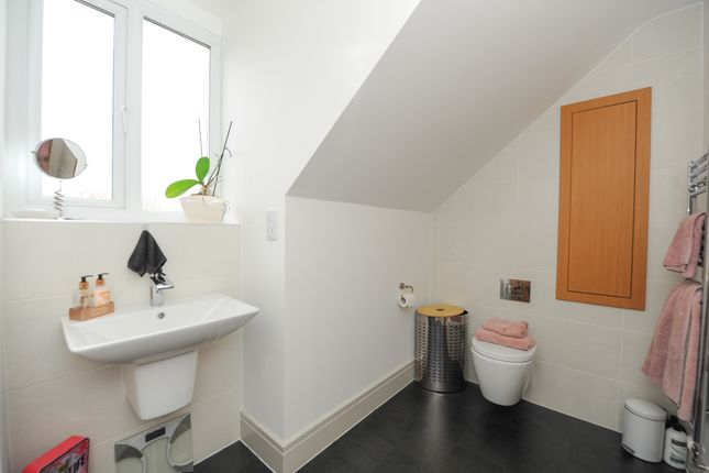 En Suite of Clarke Avenue, Dinnington, Sheffield S25