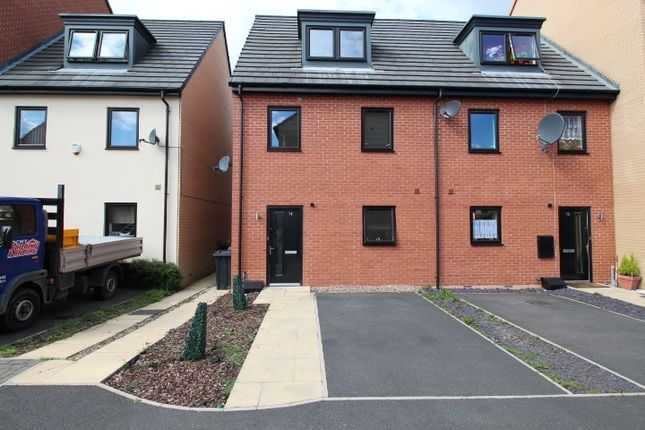 Thumbnail Town house to rent in Stables Way, Manvers