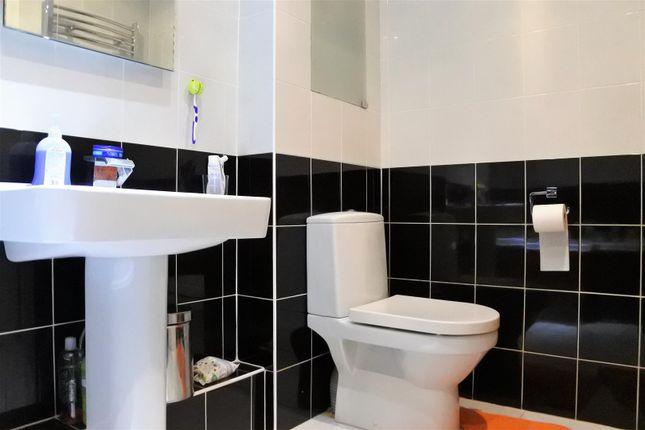 Bathroom of Dallygate, Great Ponton, Grantham NG33