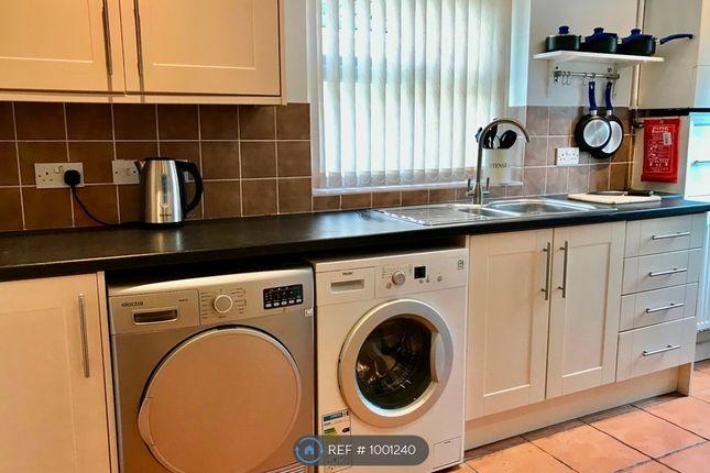Kitchen With Washing/Drying Machines
