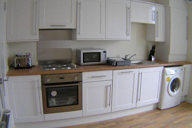 2 bed flat to rent in Clepington Road, Strathmartine, Dundee