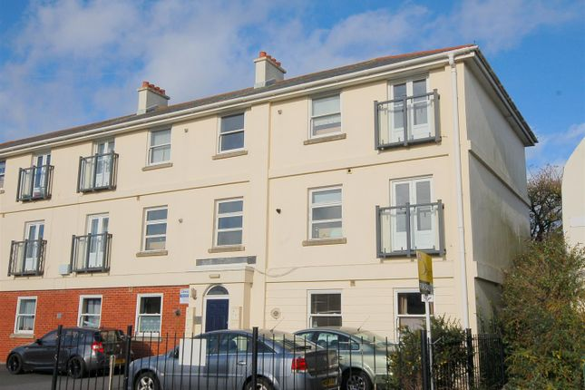 Thumbnail Flat to rent in Caroline Place, Stonehouse, Plymouth