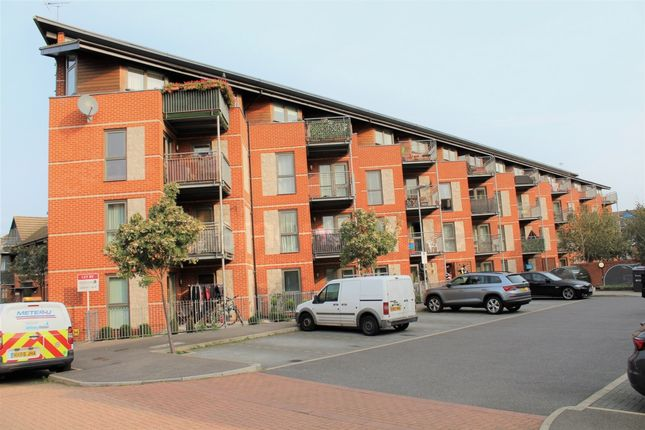 Thumbnail Flat to rent in Lewin Terrace, Feltham