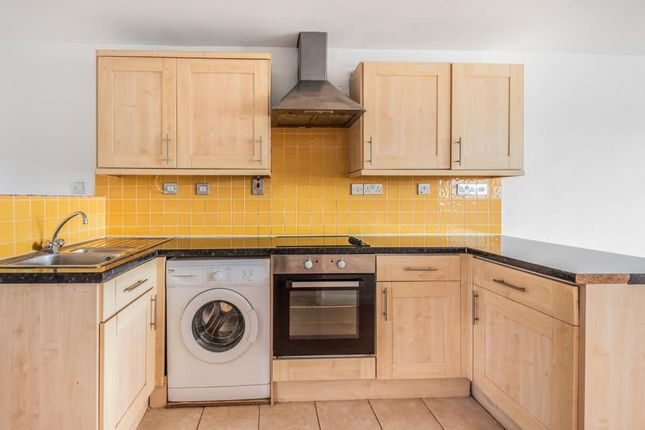 Thumbnail Flat to rent in Mongewell Court, Wallingford