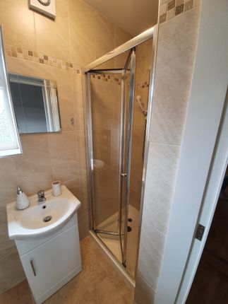 WC/Shower of Chase Side, London N14