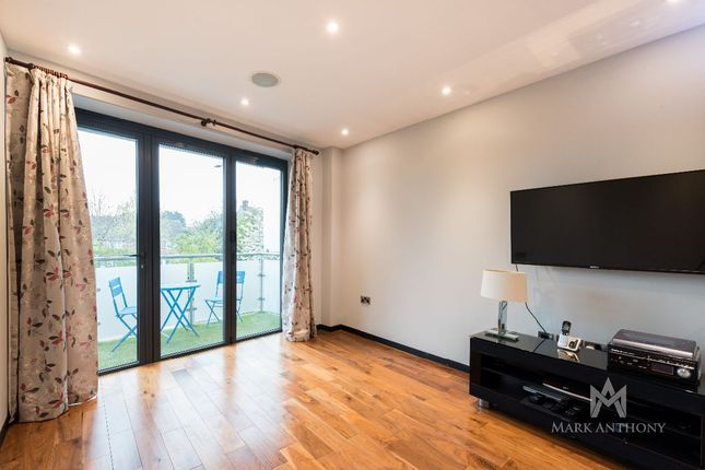 2 bed flat for sale in Crystal Court, Bramley Road, London N14