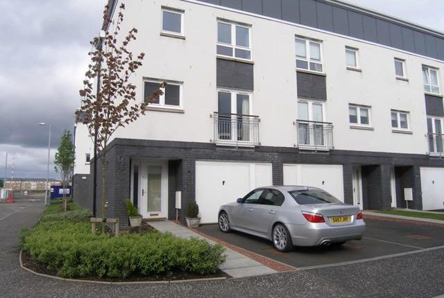 Thumbnail Terraced house to rent in Redshank Avenue, Braehead, Renfrew