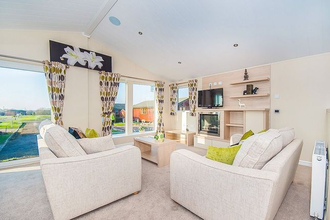Thumbnail Bungalow for sale in Wolds Retreat Brigg Road, Caistor, Market Rasen