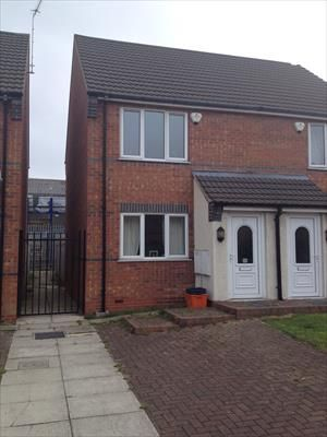 Thumbnail End terrace house to rent in Kingsgate, Grimsby