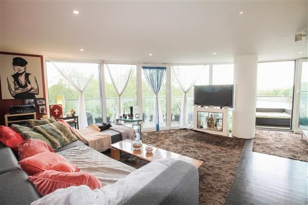 Thumbnail Flat for sale in Centurion Building, Queenstown Road, London