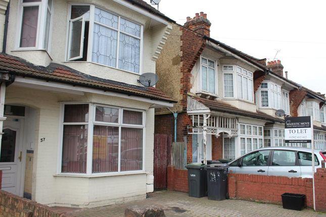Thumbnail Studio to rent in Biscot Road, Luton
