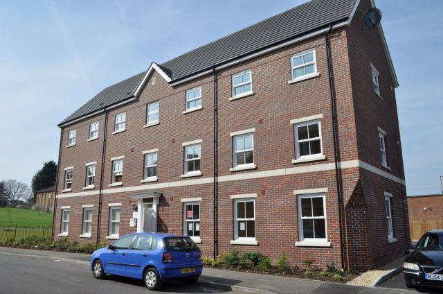 2 bed flat to rent in Tolsey Gardens, Tuffley, Gloucester