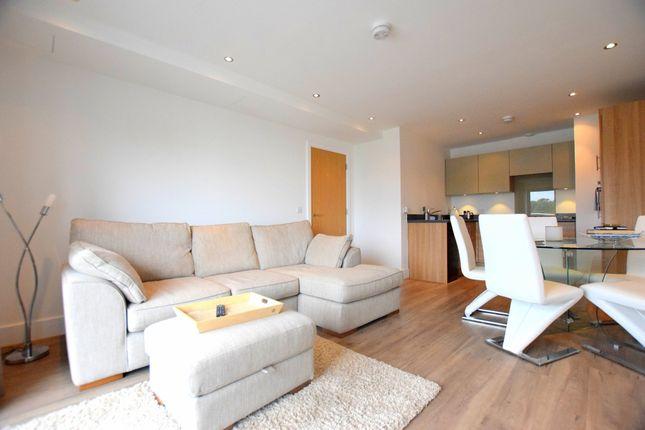 Thumbnail Flat for sale in Queensmead, Farnborough