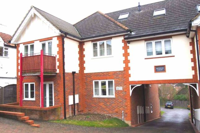 Thumbnail Flat to rent in Eaton Avenue, High Wycombe