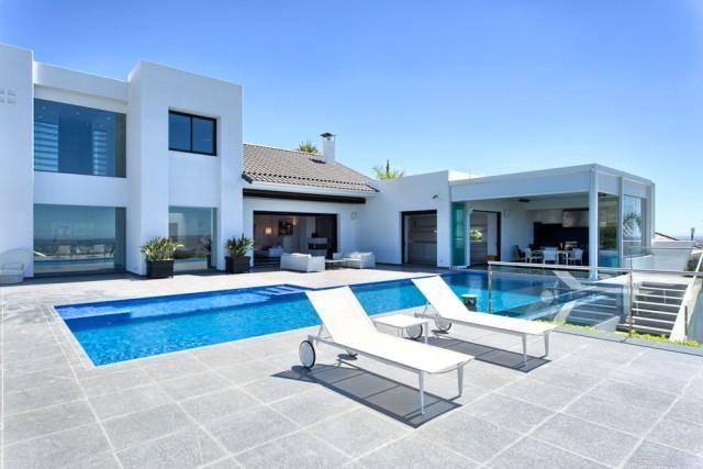 Thumbnail Villa for sale in Málaga, Estepona, Spain