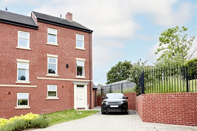 4 bed town house for sale in Weaving Gardens, Nottingham NG5