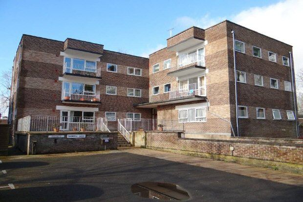 Thumbnail Flat to rent in Hawthorn Close, Horsham