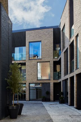 Thumbnail Town house for sale in Cotswold Mews, Battersea Square, London