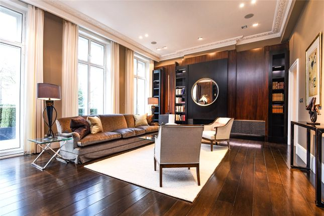 Thumbnail Maisonette for sale in Onslow Gardens, London