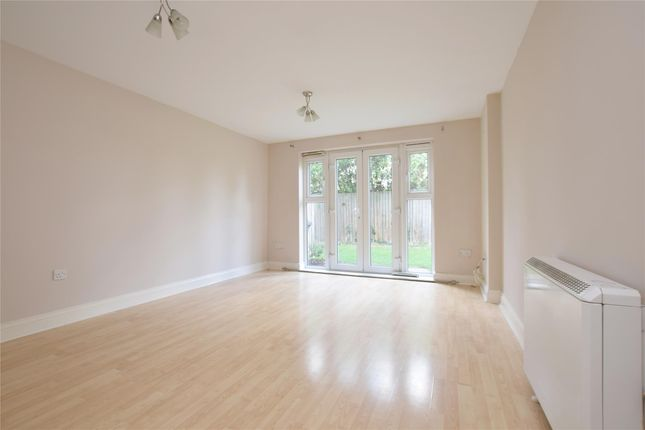 Thumbnail Flat for sale in Woodgate Ct, Hornchurch, Hornchurch
