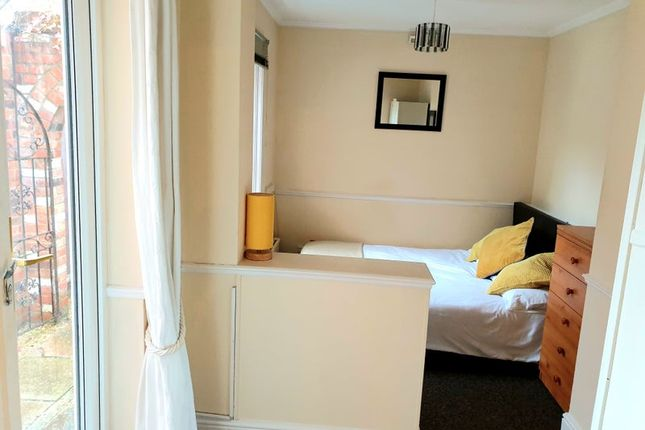 Room to rent in Western Elms Avenue, Readng RG30