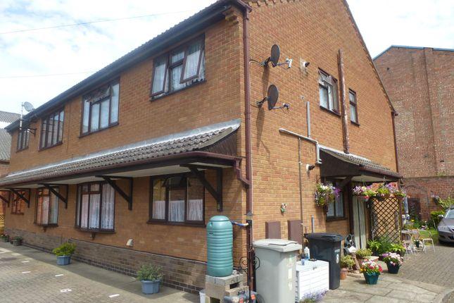 Thumbnail Flat to rent in South Avenue, Whitehaven Park, Ingoldmells, Skegness