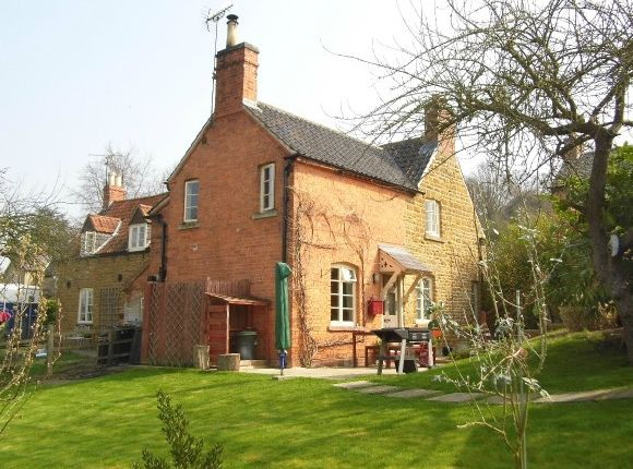 Thumbnail Cottage to rent in Main Street, Woolsthorpe By Belvoir, Grantham