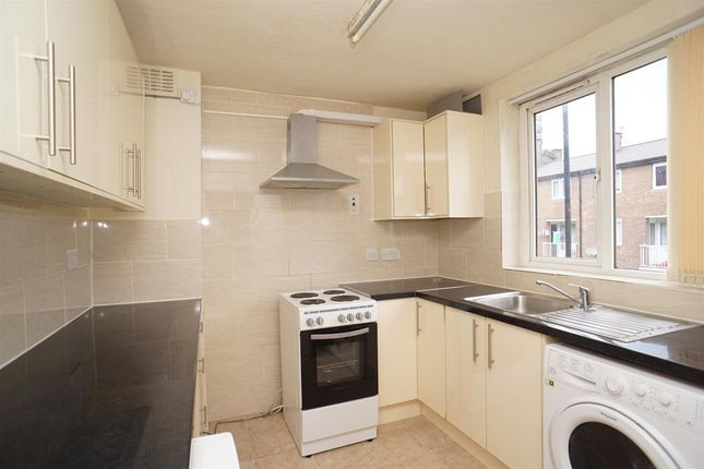 Thumbnail Maisonette to rent in St Georges Close, Sheffield