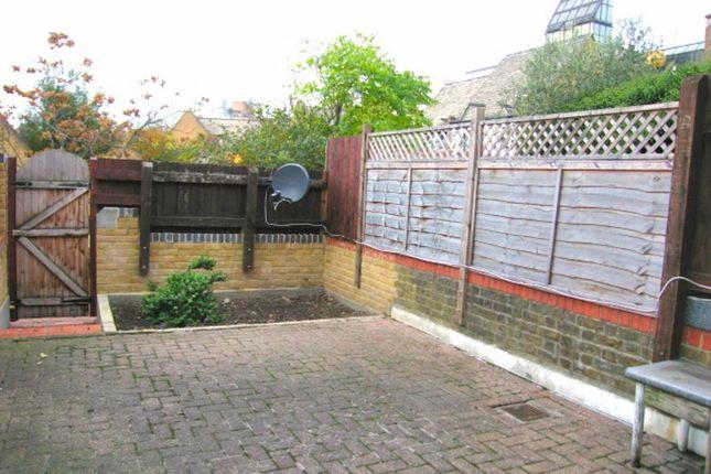 Garden of Wellington Terrace, Wapping E1W