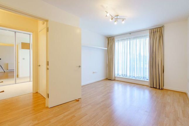 1 bed flat to rent in Douglas Path, London E14