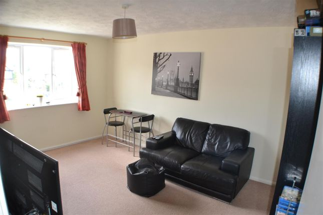 Thumbnail Flat to rent in Odette Gardens, Tadley