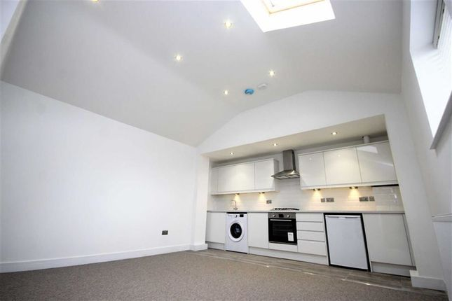 Thumbnail Flat for sale in Graham Street, Swindon