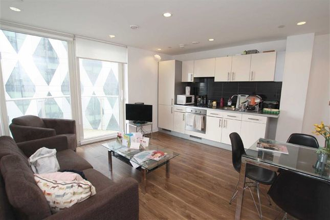 2 bed flat to rent in Number One, Media City Uk, Salford