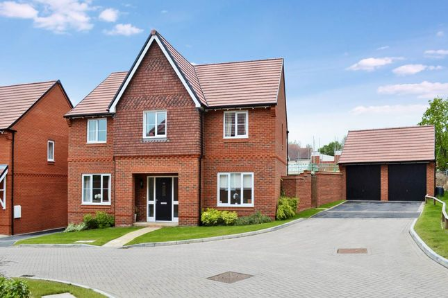 5 bed detached house to rent in Meadowbrook, Woolton Hill, Newbury