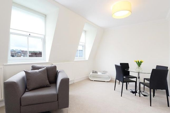 2 bed flat to rent in Lexham Gardens W8,