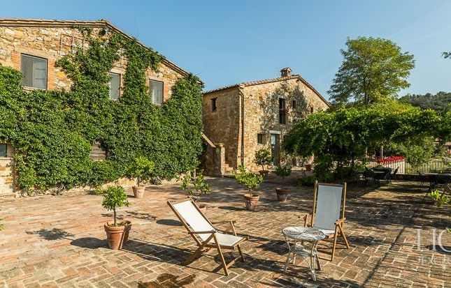 Thumbnail Country house for sale in Trequanda, Siena, Toscana