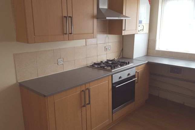 3 bed terraced house to rent in North Street, Luton