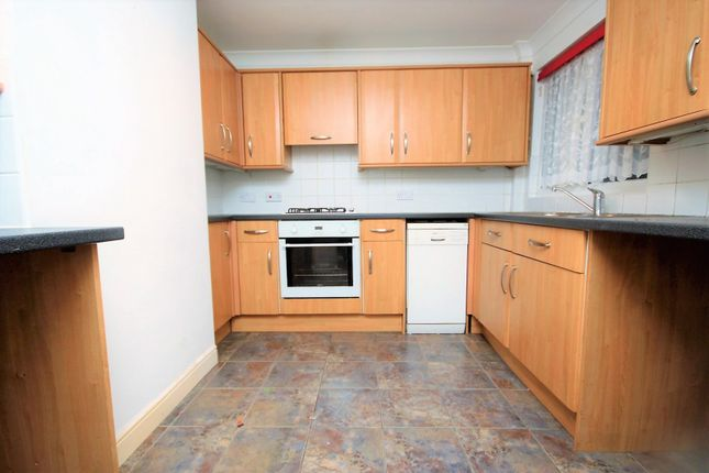 2 bed property to rent in Writtle Walk, Basildon SS14
