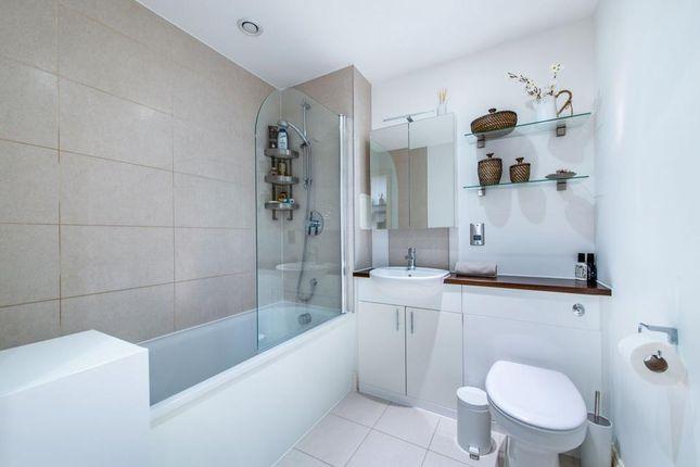 Family Bathroom of Trevithick Way, London E3
