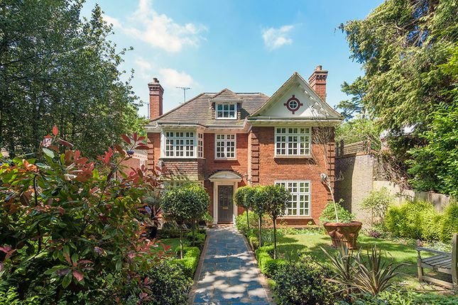Thumbnail Detached house for sale in Robin Grove, Highgate